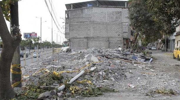 Habitantes de puente guayaquil samborond n protestan por for Casas municipio guayaquil